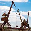 Портовые краны на берегу Иртыша